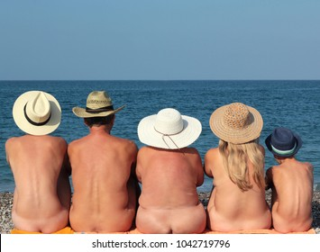 Nude families picnic pic