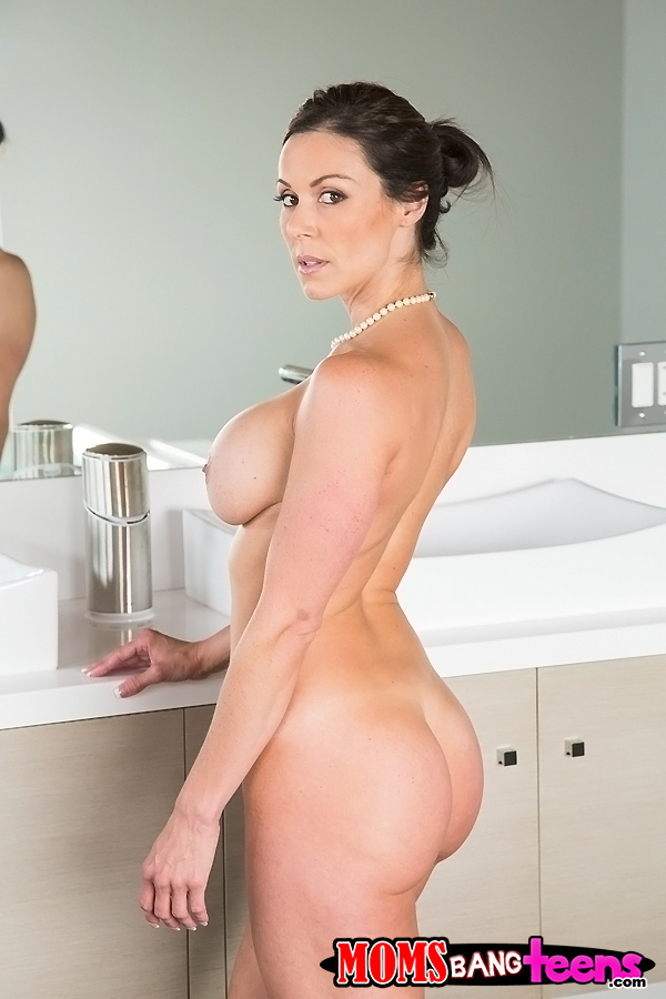Brunette big ass and tits