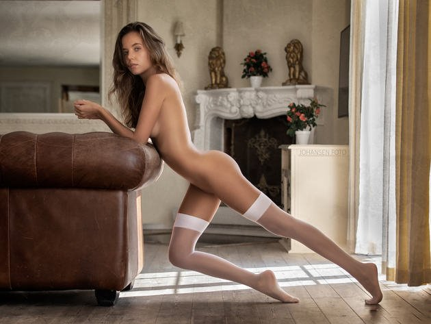 Sexy legs and nude girls