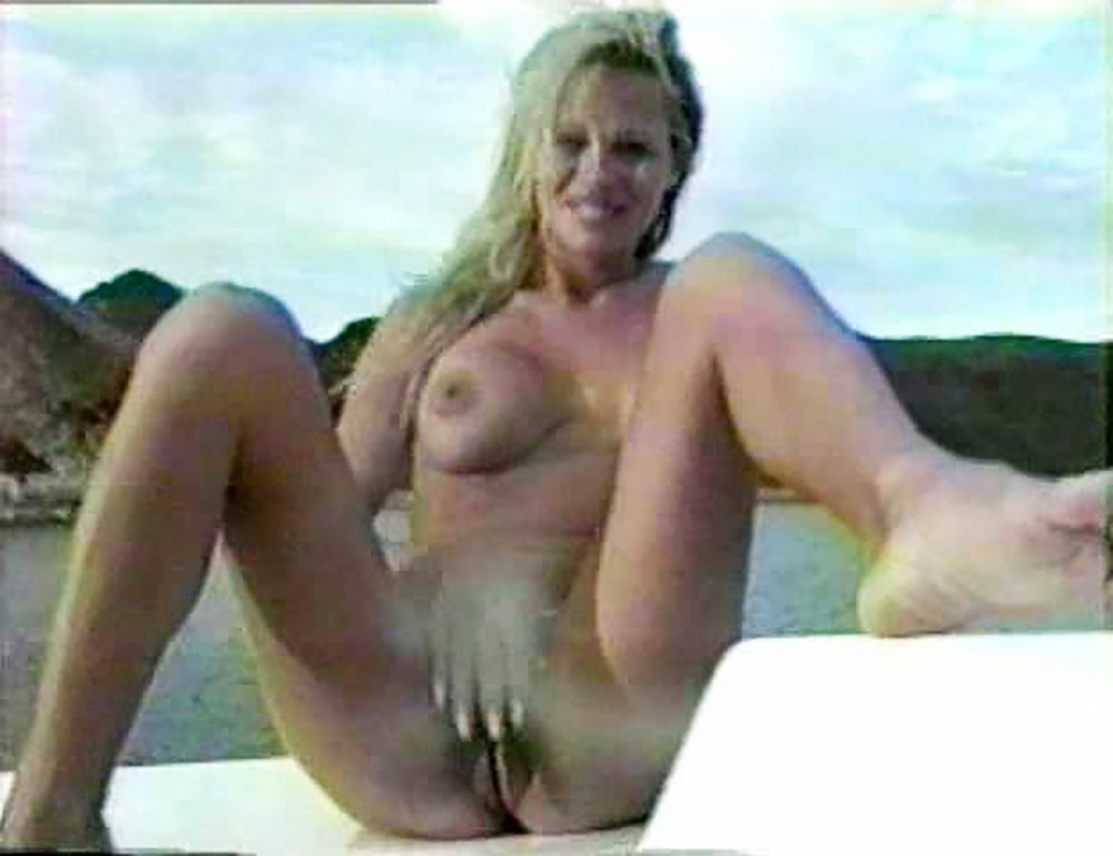 Naked pics of pam andersen